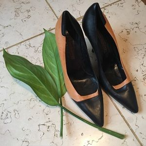 NARCISO RODRIGUEZ butternut & black leather pumps